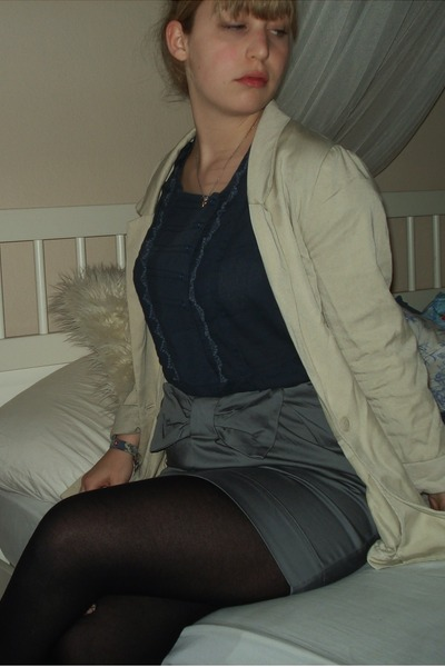 gray skirts blue shirts white blazers quot let me see