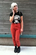 black Sketchers boots - coral Levis pants - black american apperal t-shirt