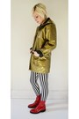Red-zip-up-rain-vintage-boots-mustard-rainjacket-vintage-jacket
