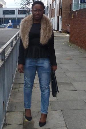 black fitted Zara blazer