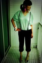 green Greyhound Original top - black greyhound pants - black Nine West shoes - p