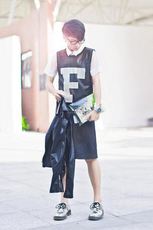 black Front Row Shop vest