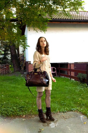 beige Primark dress - brown River Island bag - brown H&M tights - purple new loo