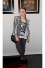 Charcoal-gray-h-m-jeans-white-h-m-shirt-black-thrifted-bag-black-h-m-heels