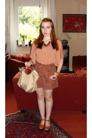 salmon H&M shirt - eggshell longchamp bag - brown H&M shorts - tawny H&M sandals