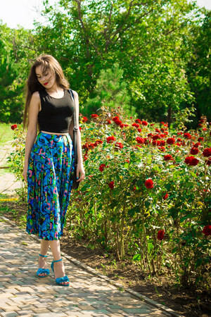 black crop New Yorker top - blue floral print vintage skirt