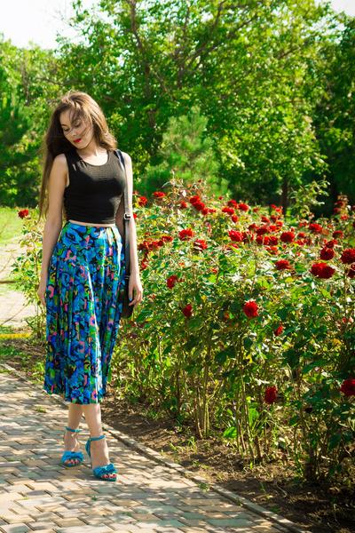 black crop New Yorker top - blue floral print vintage skirt