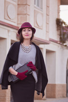 black knee high Obuvcom boots - maroon Accessorize hat