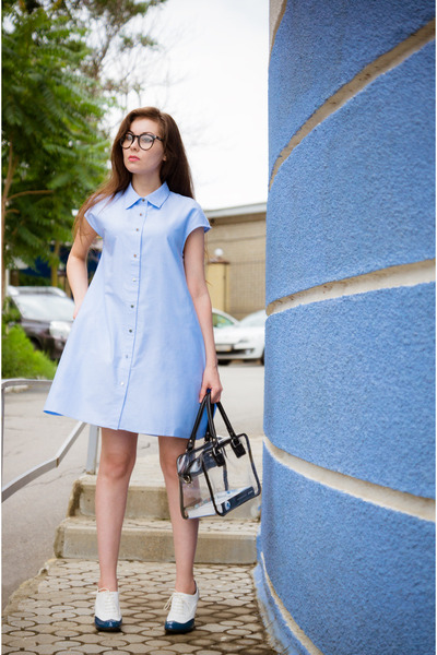 light blue a-line shirt Frontrowshop dress - white brogues Zenden shoes