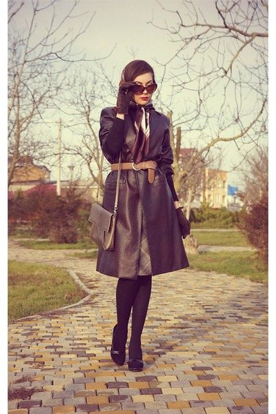 dark brown snake printed self-made coat - black suede Centro shoes