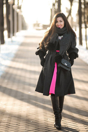 black mini CNdirect bag - hot pink midi CNdirect skirt