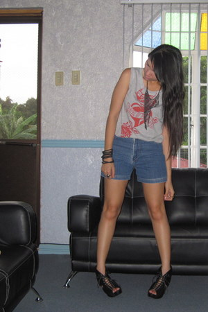 vintage shorts - thrifted cropped top - Girlshoppe necklace - Trunkshow wedges