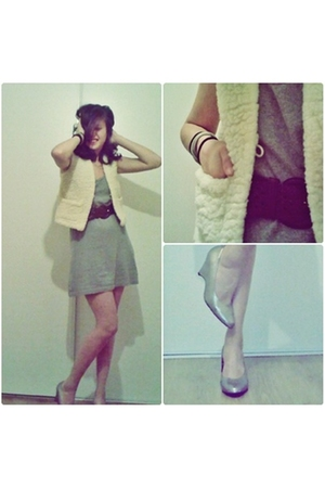 From my childhood i used to hate it blazer - second hand belt - H&M dress - H&M