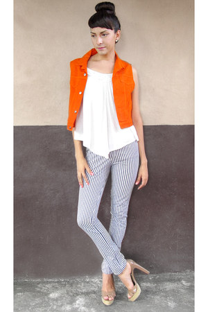 tan tan heels - striped jeans - carrot orange denim vest - white top