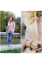 dark brown SIX ring - blue Bershka jeans - light pink Lefties blazer