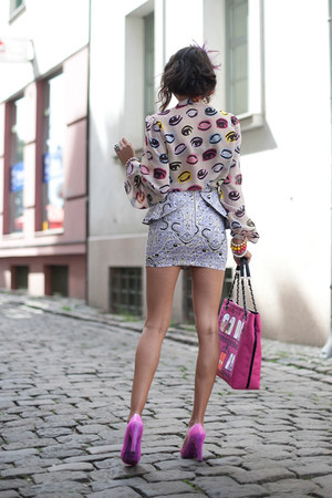 periwinkle skirt - neutral blouse - magenta heels