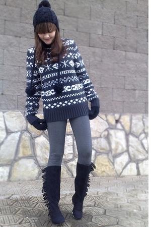 black vintage hat - gray Nordstrom sweater