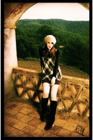 Fosco boots - coton  acrilyc Judith Bel dress - unknown brand hat - unknown bran