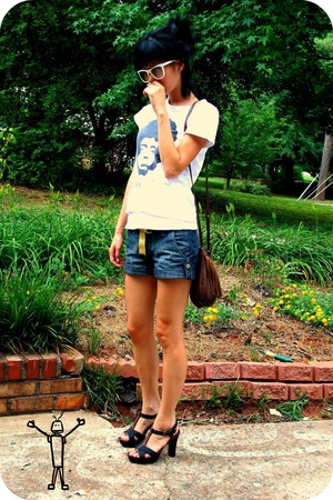 American t-shirt - forever 21 shorts - H&M purse - Old Navy shoes