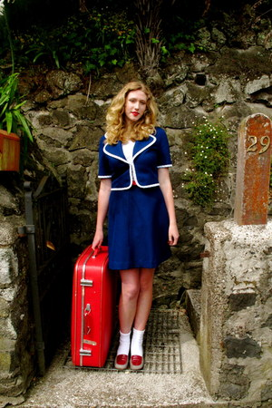 blue vintage dress - red vintage belt - red thrifted vintage shoes