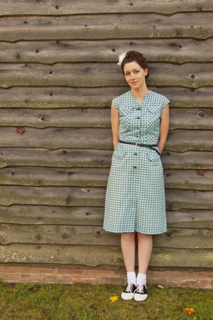 vintage 40s dress - payless shoes