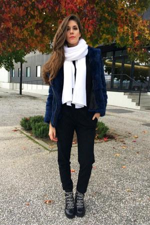 navy Viriato coat - white Zara scarf