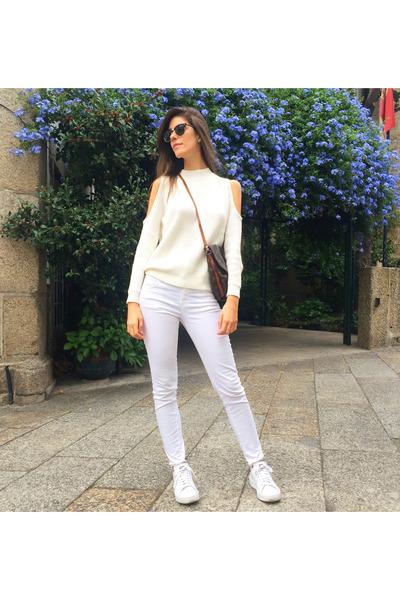 white Massimo Dutti jeans - ivory H&M sweater