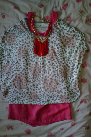 hot pink dress - bubble gum printed blouse - red bubbles necklace