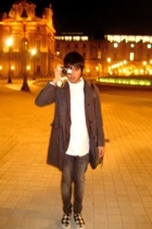 coat - Grayhound t-shirt - Levis jeans - Vans shoes