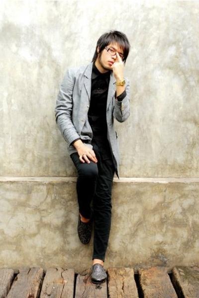 Grayhound suit - Grayhound shirt - Sisley pants - hidden agenda shoes - Prada gl