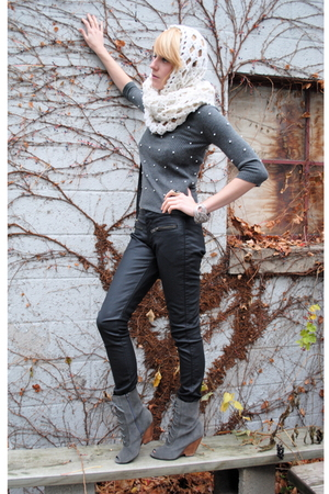 Forever 21 pants - scarf - Urban Outfitters boots - Forever 21 sweater
