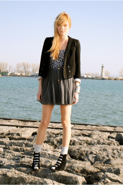 Forever 21 shoes - Forever 21 skirt - H&M dress - H&M blazer