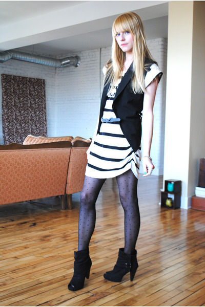 Forever 21 vest - H&M dress - Forever 21 belt - Urban Outfitters tights