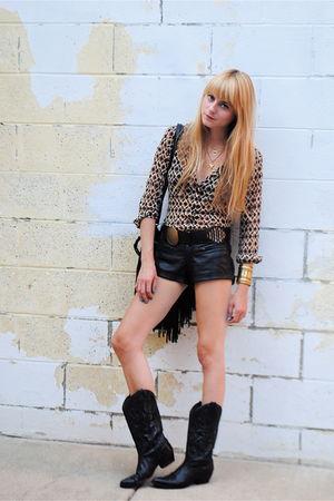 vintage boots - vintage shirt - Forever 21 shorts