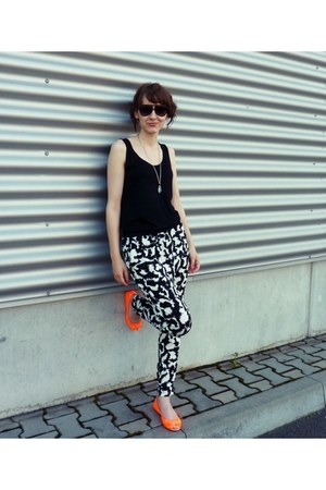carrot orange H&M shoes - black H&M pants - black H&M top