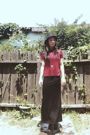 black Deena & Ozzy hat - crimson H&M shirt - black asos skirt