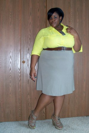 light yellow Old Navy shirt - beige Old Navy skirt