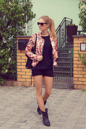 Choies jacket - Zign boots - Zara sweater - H&M shorts - H&M sunglasses
