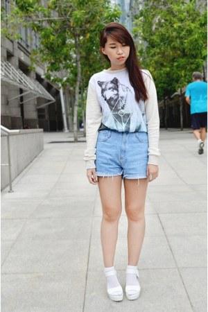 white jordan wolf sweatshirt