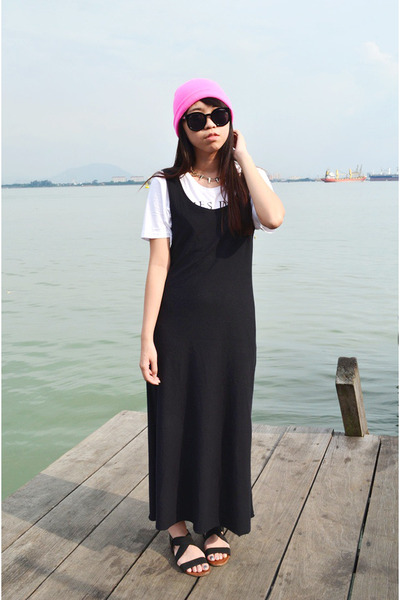 black cotton on sandals - bubble gum beanie hat - black maxi handmade skirt