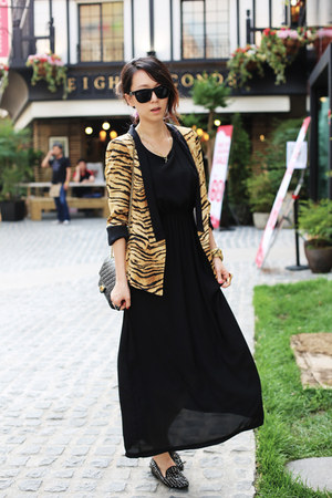 gold Zara blazer - black 255 reissue Chanel bag