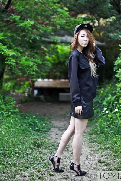 black snapback new era hat - black leather Old Navy skirt