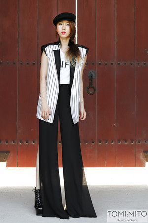 white striped kiok vest - black security  Jeffrey Campbell boots
