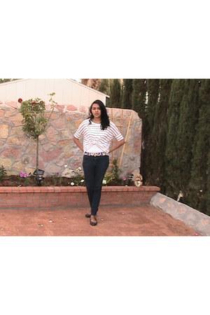 white Forever 21 shirt - navy mild-skinny ooh la la jeans - black belt