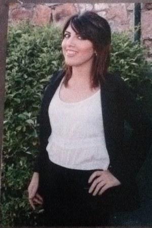 black black cotton ecko un skirt - white fragil blouse