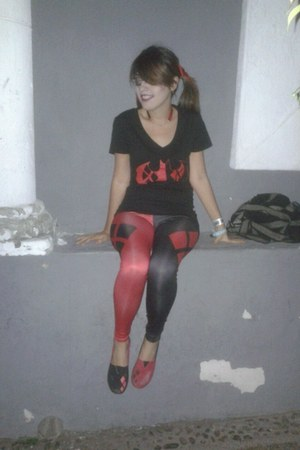 red and black Hot Topic leggings - red and black Hot Topic t-shirt