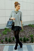black Perfectstyl boots - heather gray Topshop sweater - black lamade bag