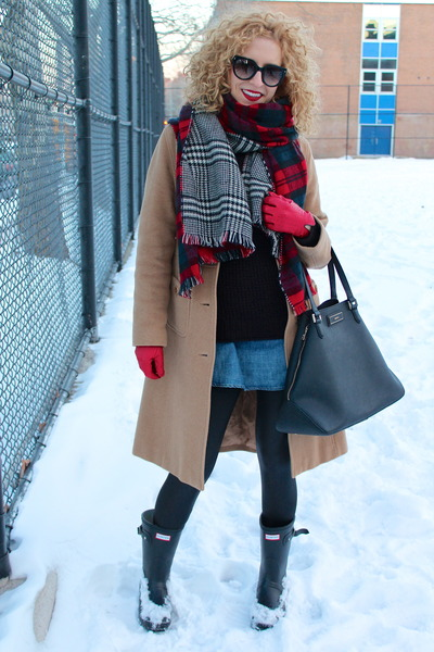 Hunter boots - Gap shirt - Zara scarf - DKNY bag - Prada sunglasses