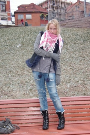 jeans - shirt - scarf - boots - coat