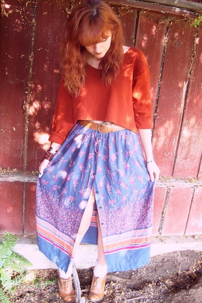 burnt orange sweater - camel shoes - light purple skirt